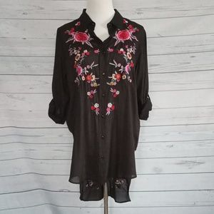 Floral Embroidered button up tunic sz Med     0013